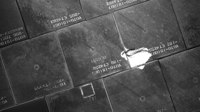 S134E007829 - STS-134 - STS-134 IDC Focused Inspection of TPS Tiles