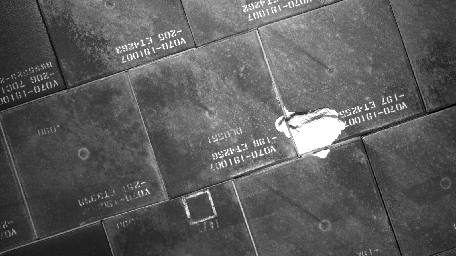 S134E007930 - STS-134 - STS-134 IDC Focused Inspection of TPS Tiles