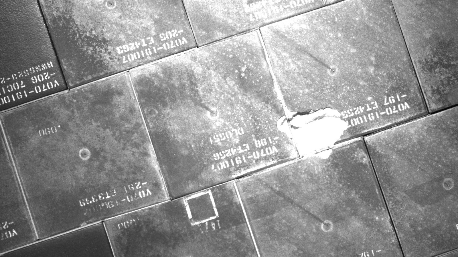 S134E007931 - STS-134 - STS-134 IDC Focused Inspection of TPS Tiles