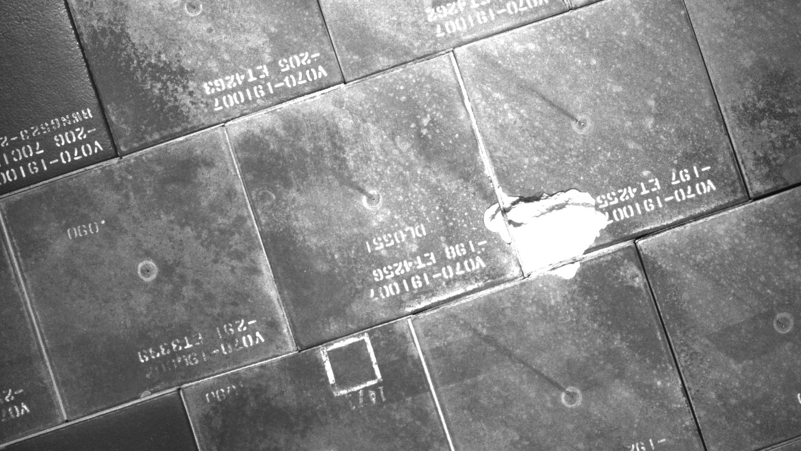 S134E007937 - STS-134 - STS-134 IDC Focused Inspection of TPS Tiles
