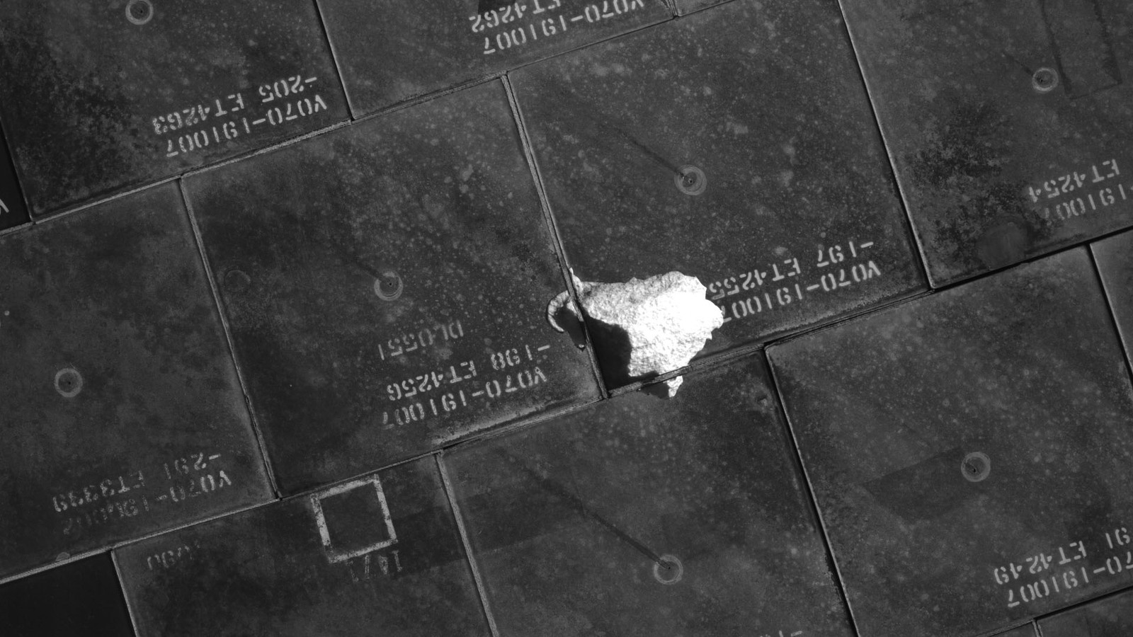 S134E008018 - STS-134 - STS-134 IDC Focused Inspection of TPS Tiles
