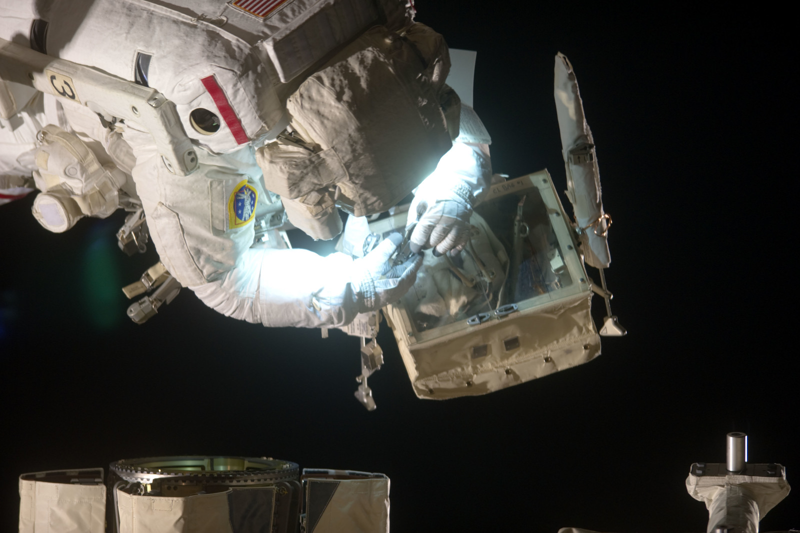 S134E008639 - STS-134 - View of STS-134 MS Feustel during EVA-2