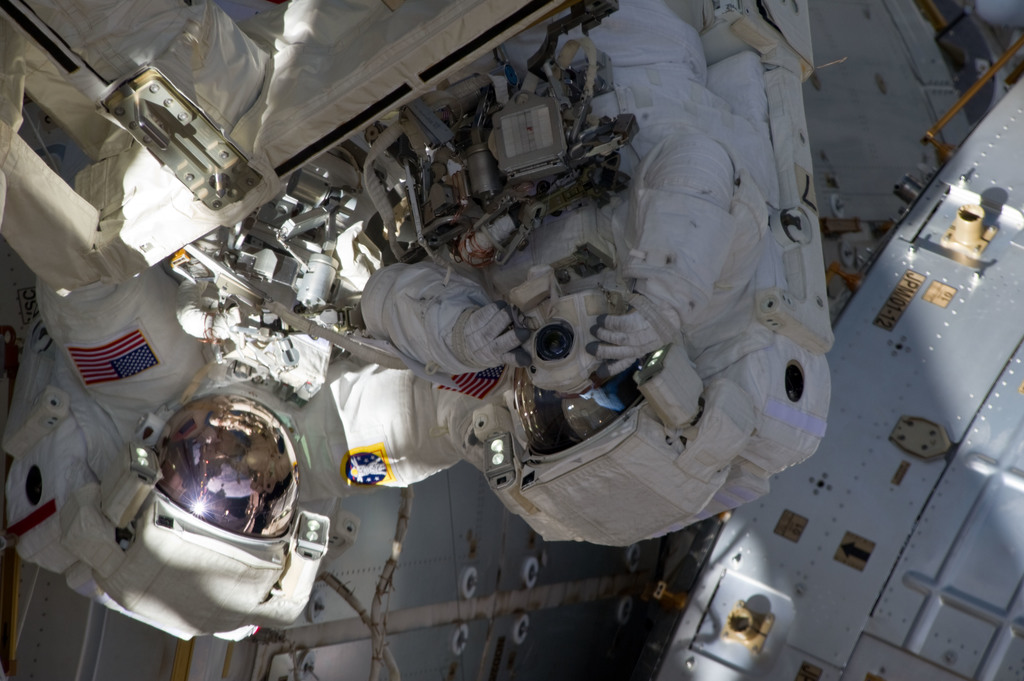 S134E008976 - STS-134 - View of STS-134 Crew Members during EVA-3