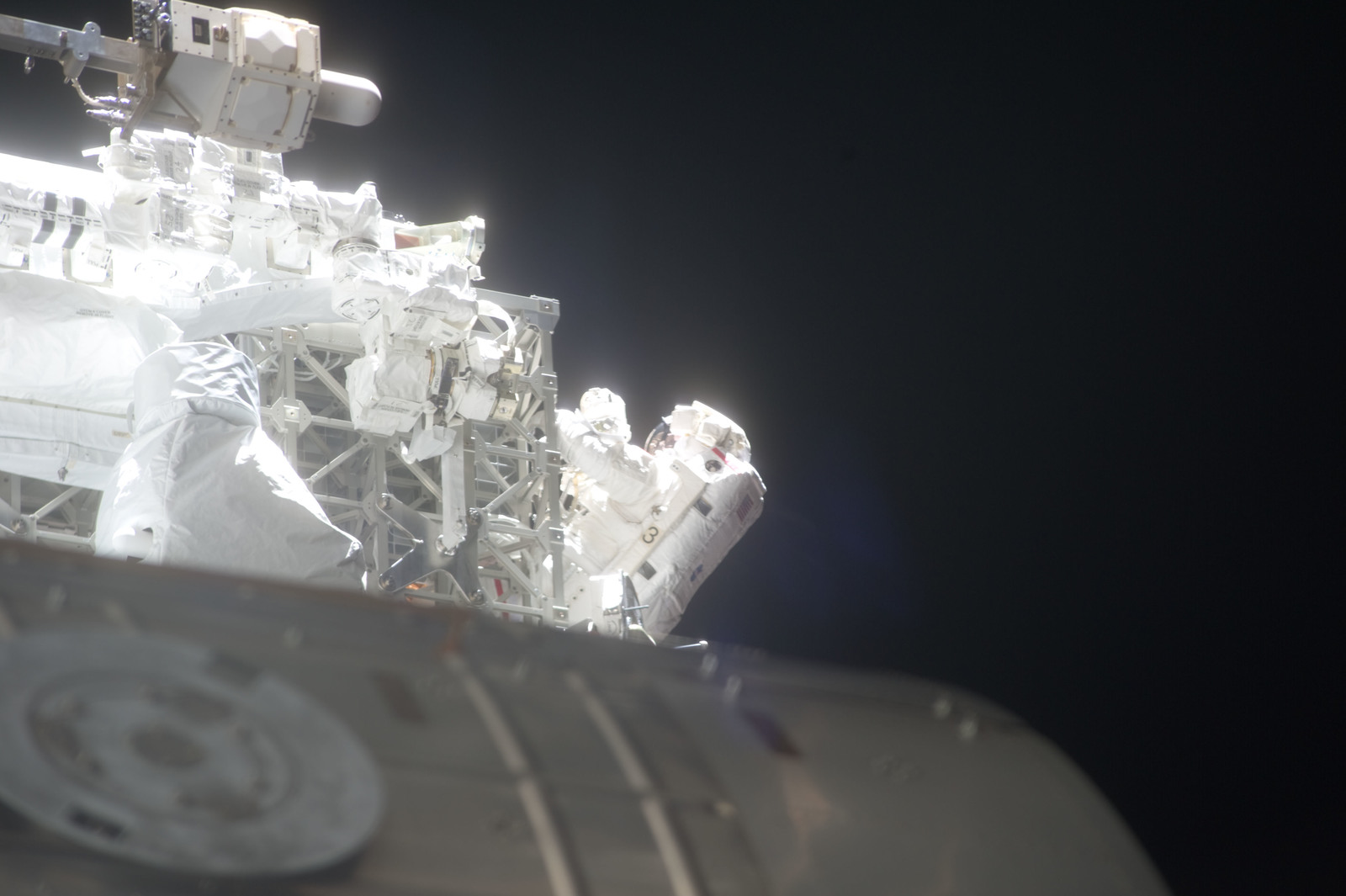 S134E009059 - STS-134 - View of STS-134 MS Feustel during EVA-3