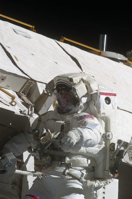 S134E009102 - STS-134 - View of STS-134 MS Feustel during EVA-3