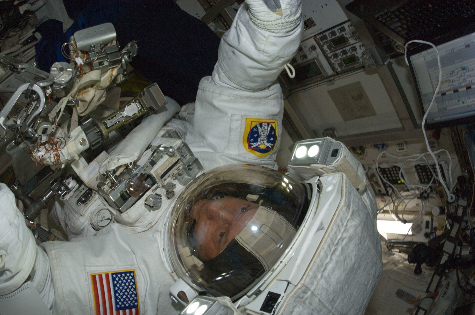 S134E009203 - STS-134 - STS-134 MS Fincke in the Airlock at the end of EVA-3