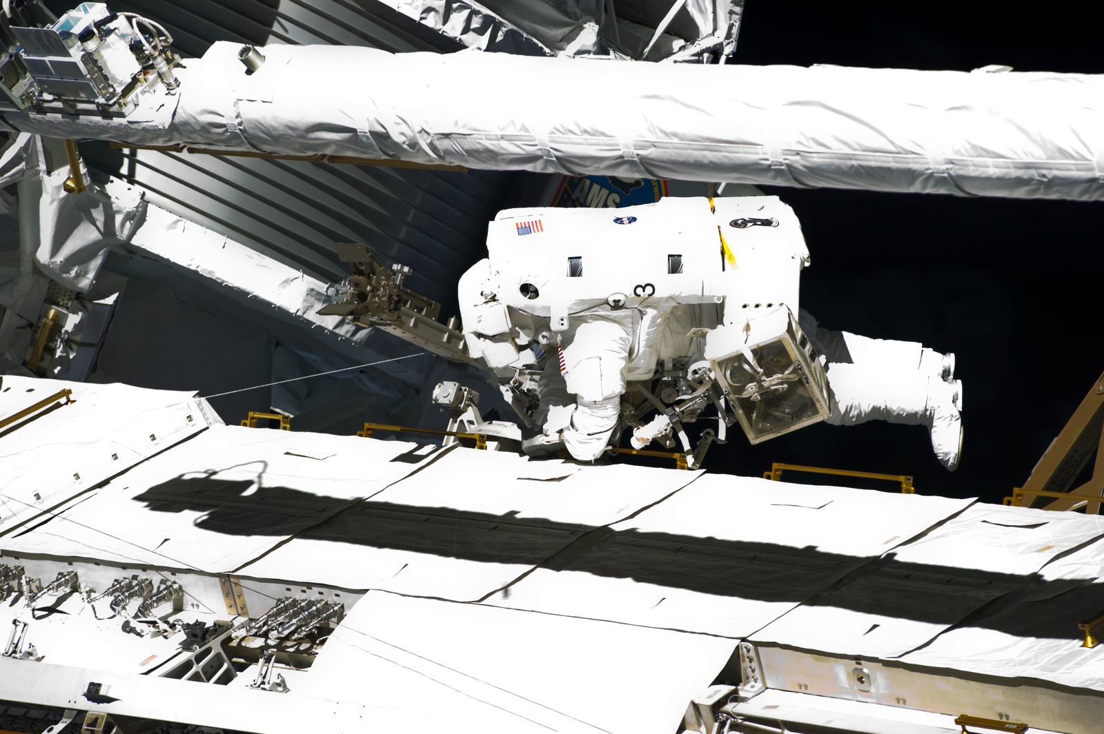 S134E009613 - STS-134 - View of STS-134 MS Fincke during EVA-4