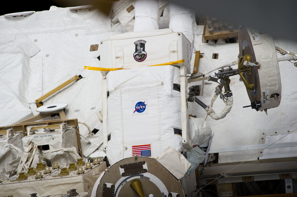 S134E009645 - STS-134 - View of STS-134 MS Fincke during EVA-4