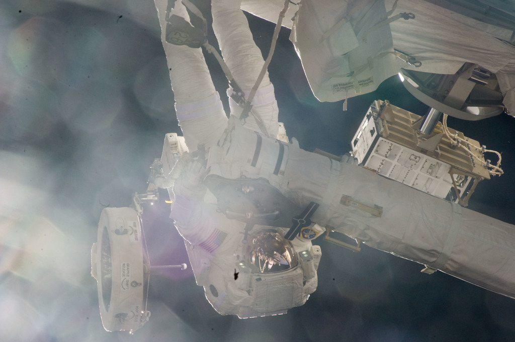 S134E009656 - STS-134 - View of STS-134 MS Fincke during EVA-4