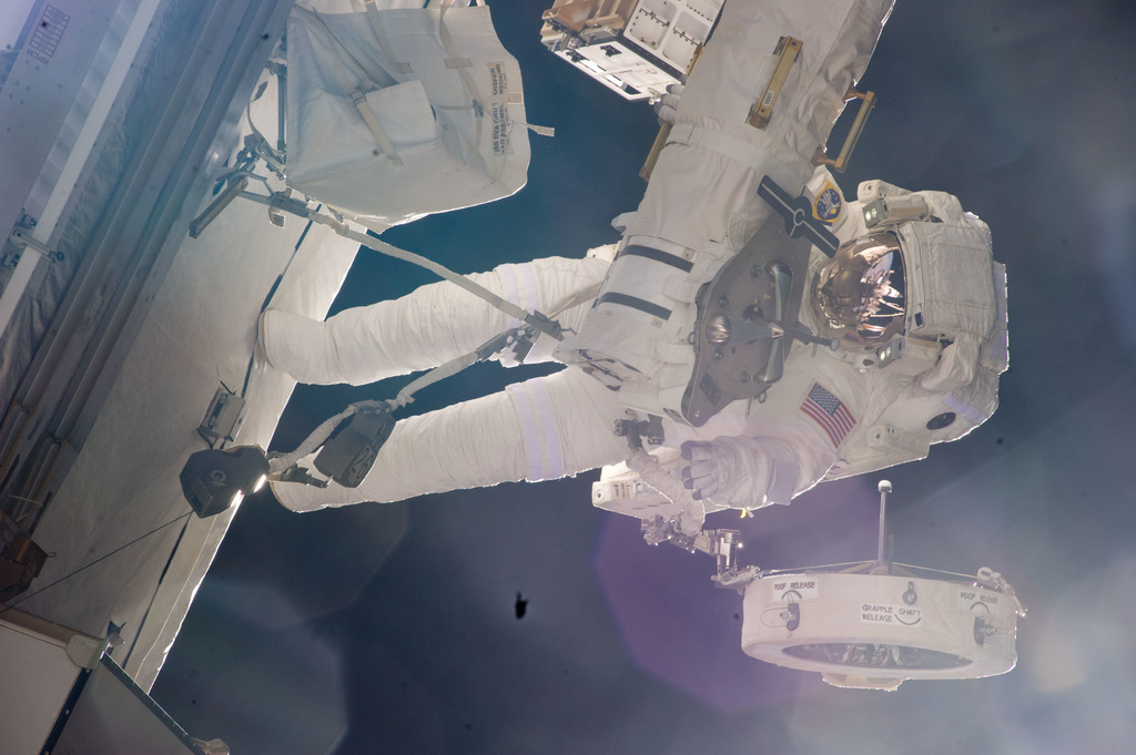S134E009657 - STS-134 - View of STS-134 MS Fincke during EVA-4