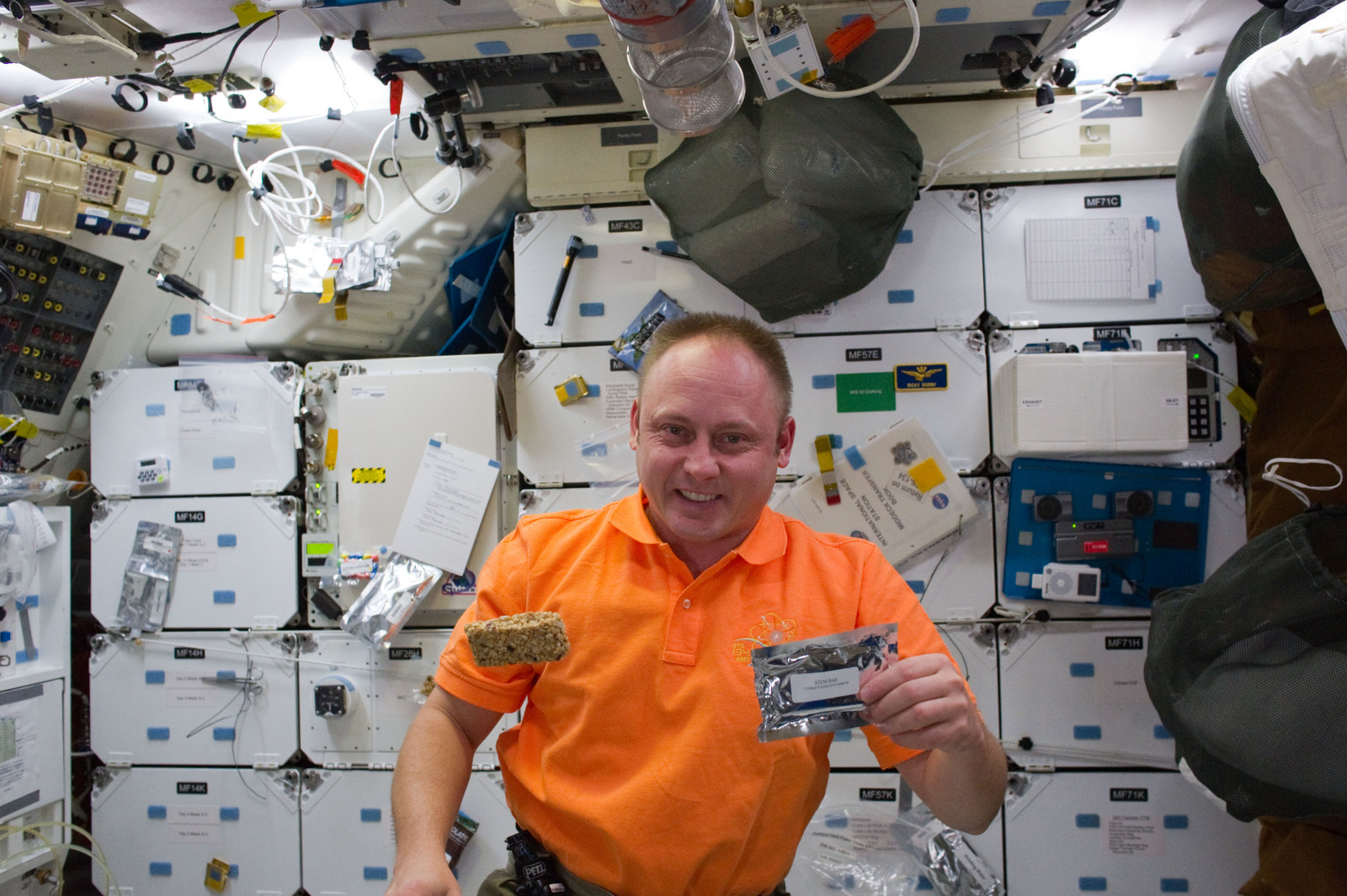 S134E009702 - STS-134 - STS-134 MS Fincke poses for a photo with a STEM Bar