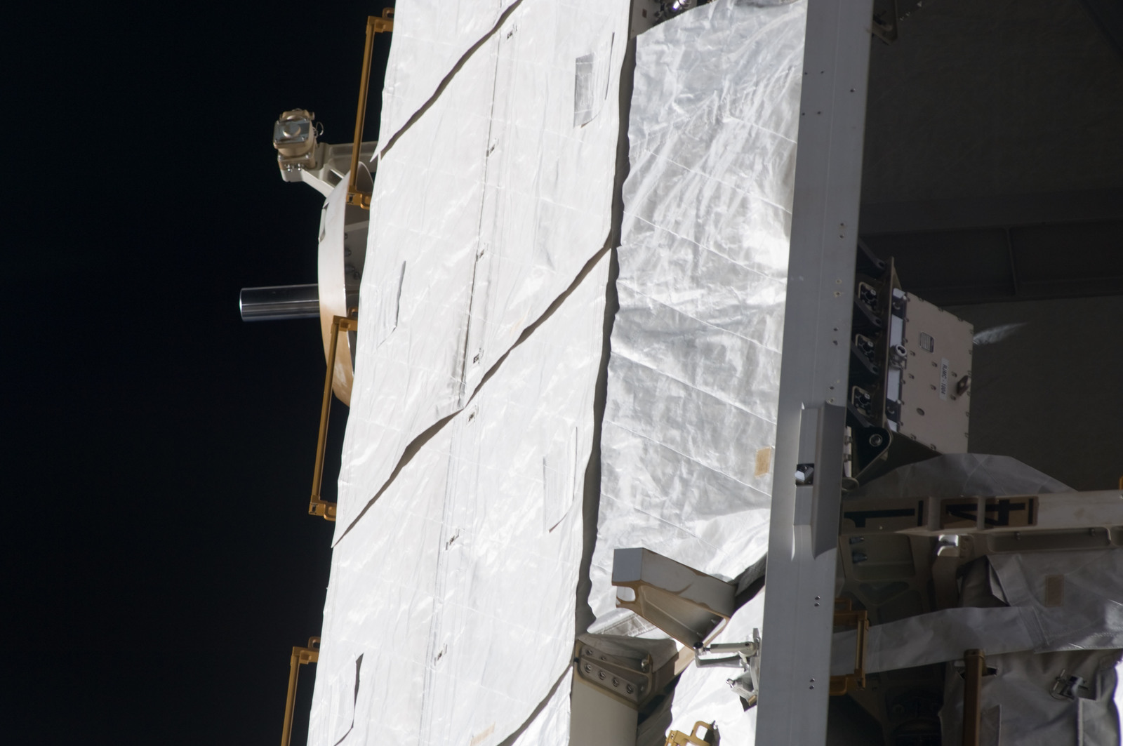S134E009871 - STS-134 - Close-up view of P1 Truss