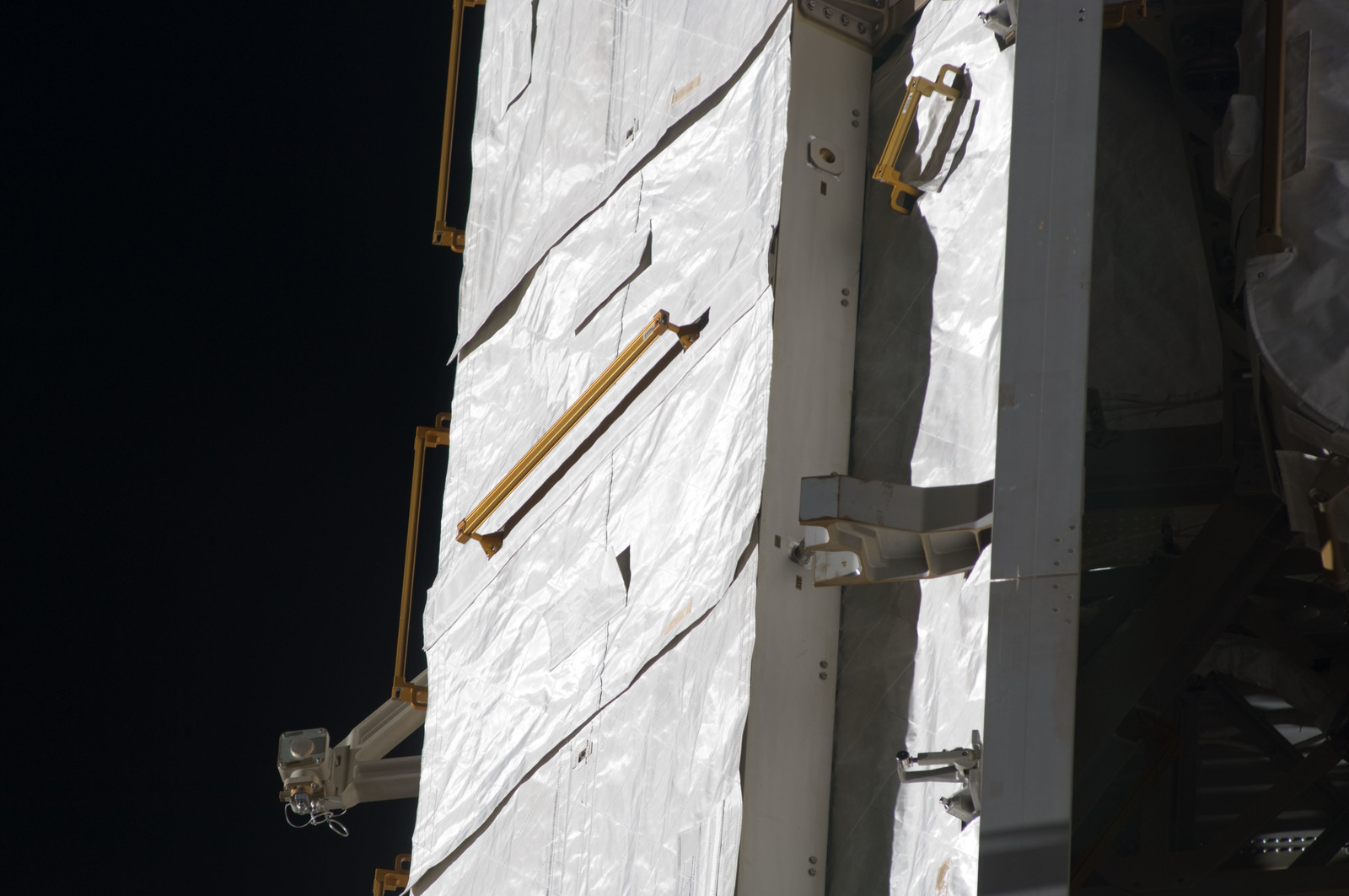 S134E009872 - STS-134 - Close-up view of P1 Truss