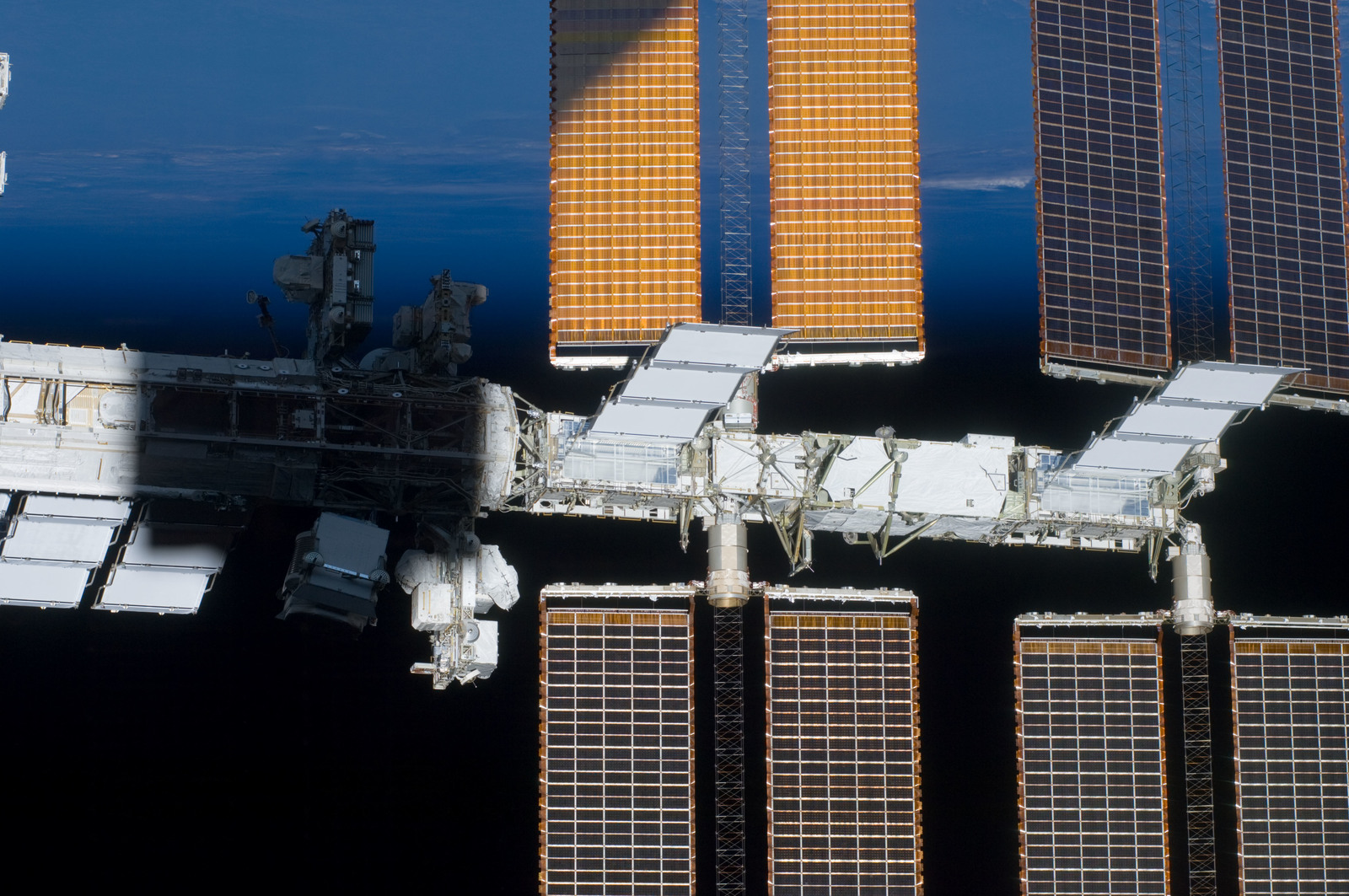 S134E010587 - STS-134 - View of ISS taken during STS-134 Flyaround