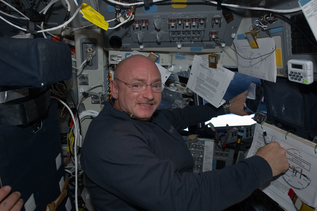 S134E010950 - STS-134 - STS-134 Commander Kelly poses for a photo on the Flight Deck