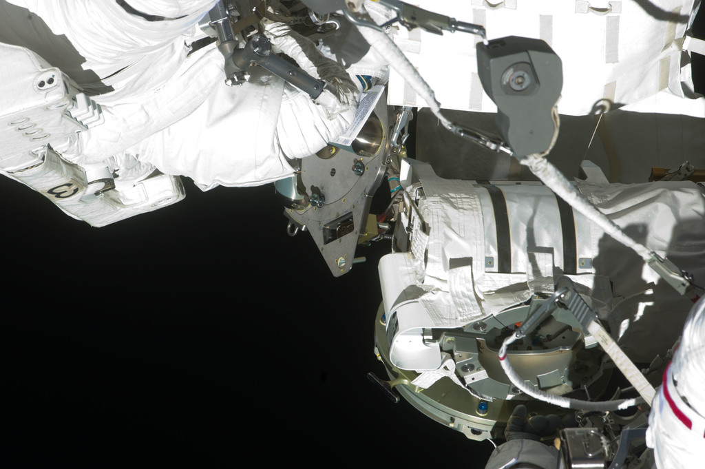 S134E011138 - STS-134 - View of STS-134 MS Fincke during EVA-4