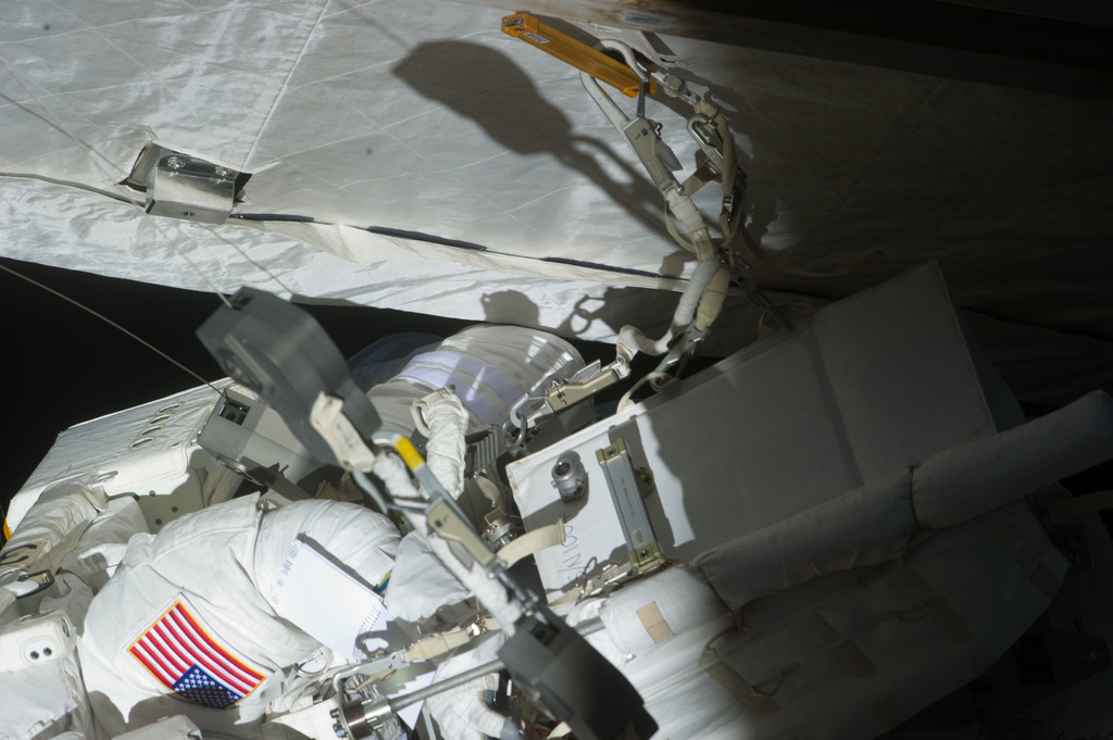 S134E011146 - STS-134 - View of STS-134 MS Fincke during EVA-4