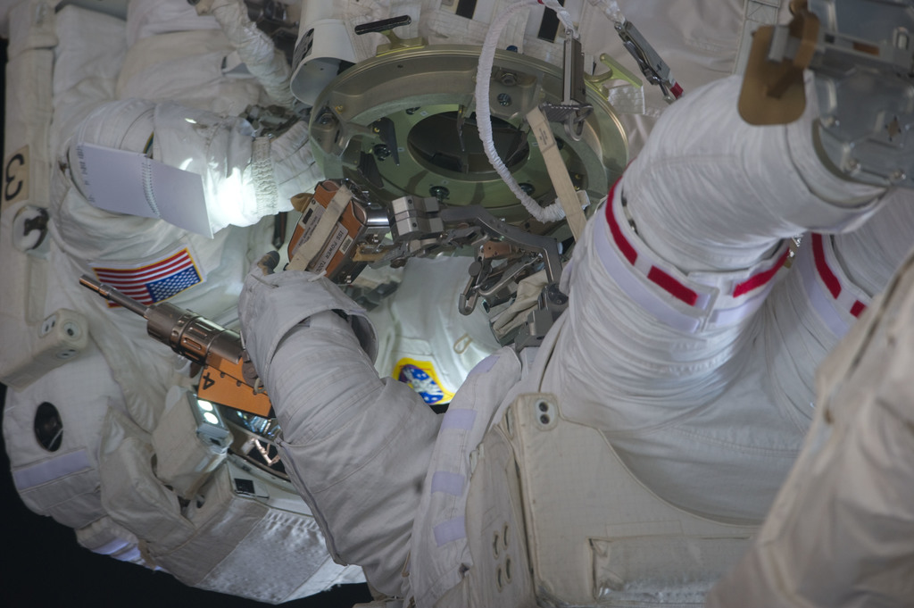 S134E011154 - STS-134 - View of STS-134 Crew Members during EVA-4