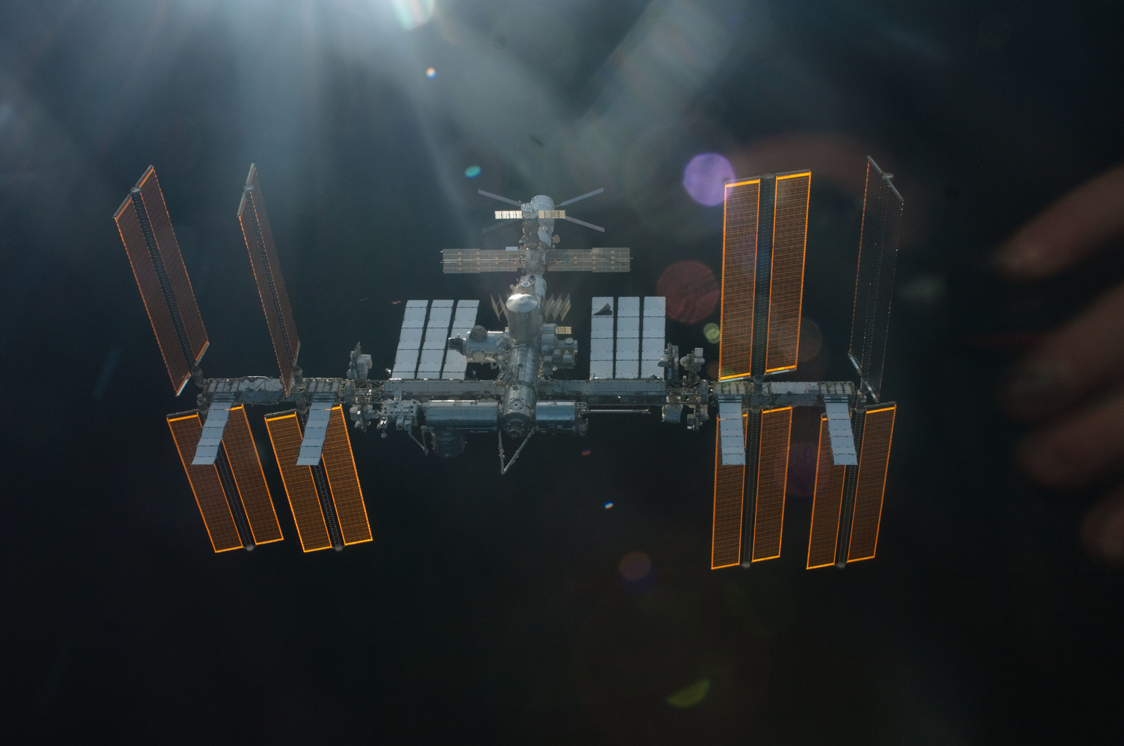S134E011394 - STS-134 - Overall view of ISS