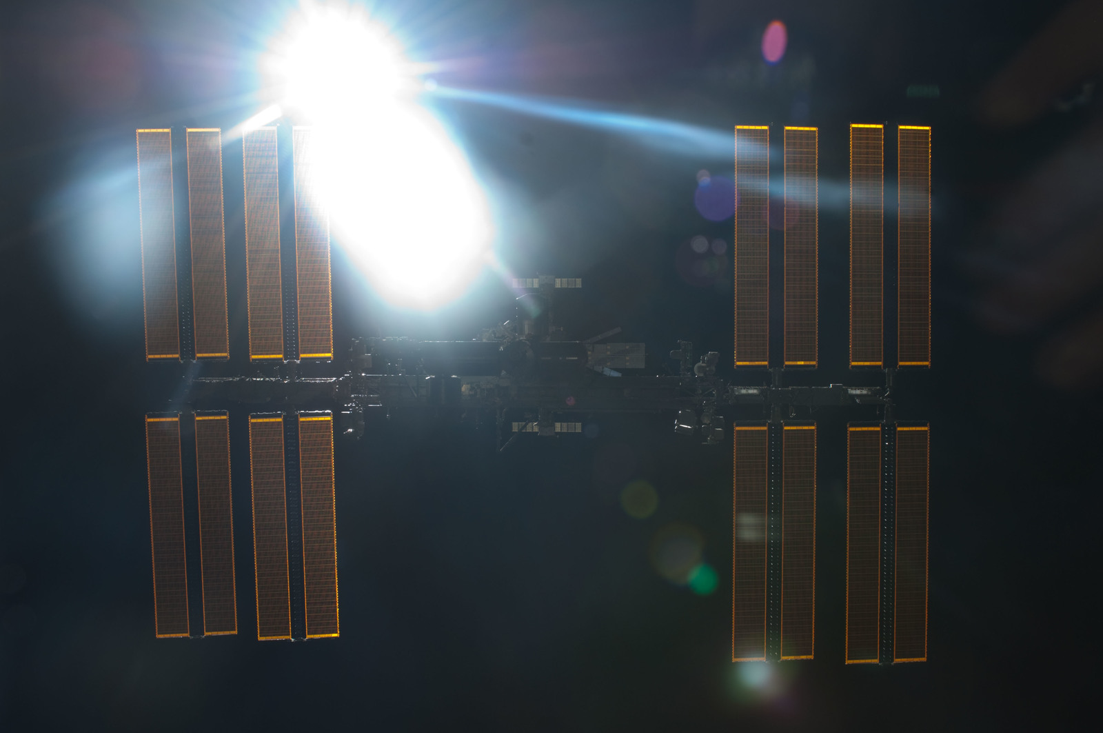 S134E011411 - STS-134 - Overall view of ISS