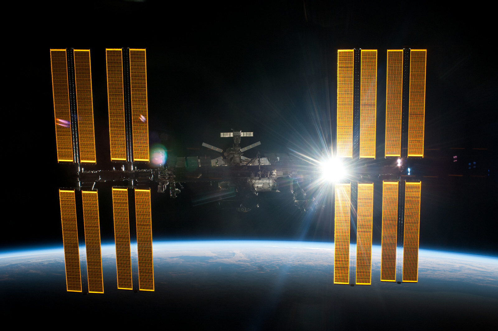 S134E011413 - STS-134 - Overall view of ISS