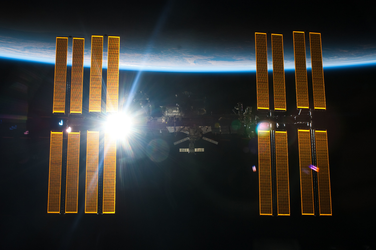 S134E011414 - STS-134 - Overall view of ISS