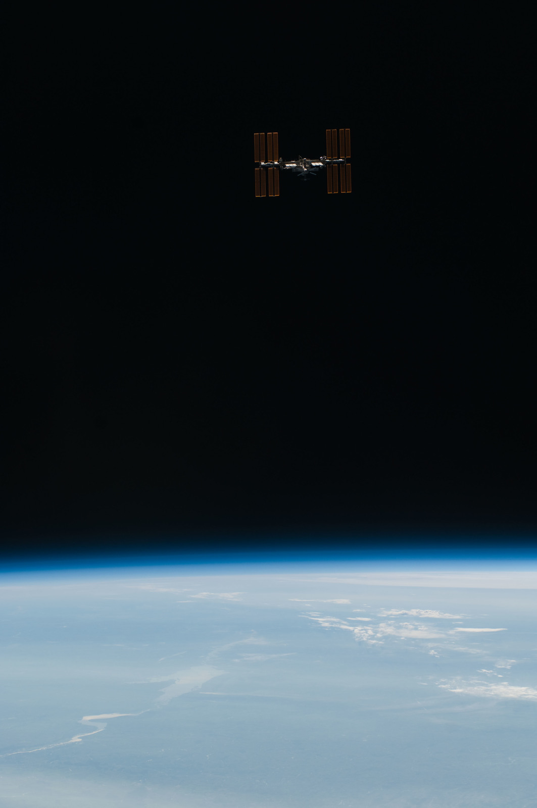 S134E011468 - STS-134 - Overall view of ISS