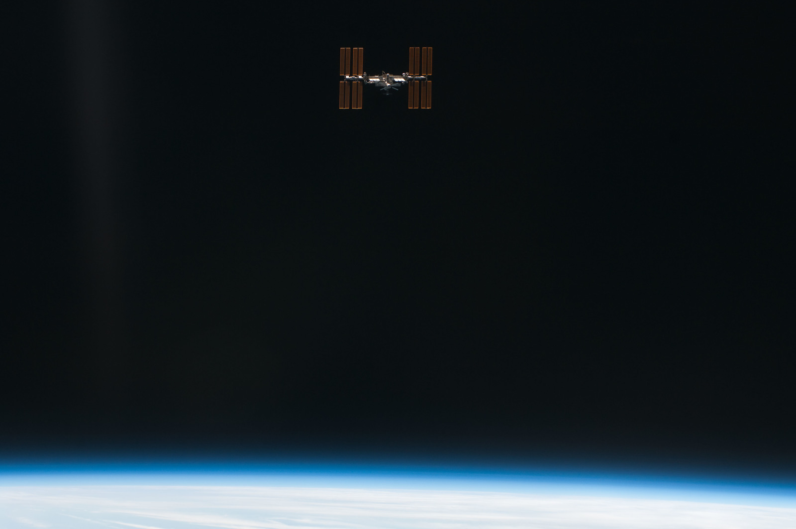 S134E011472 - STS-134 - Overall view of ISS