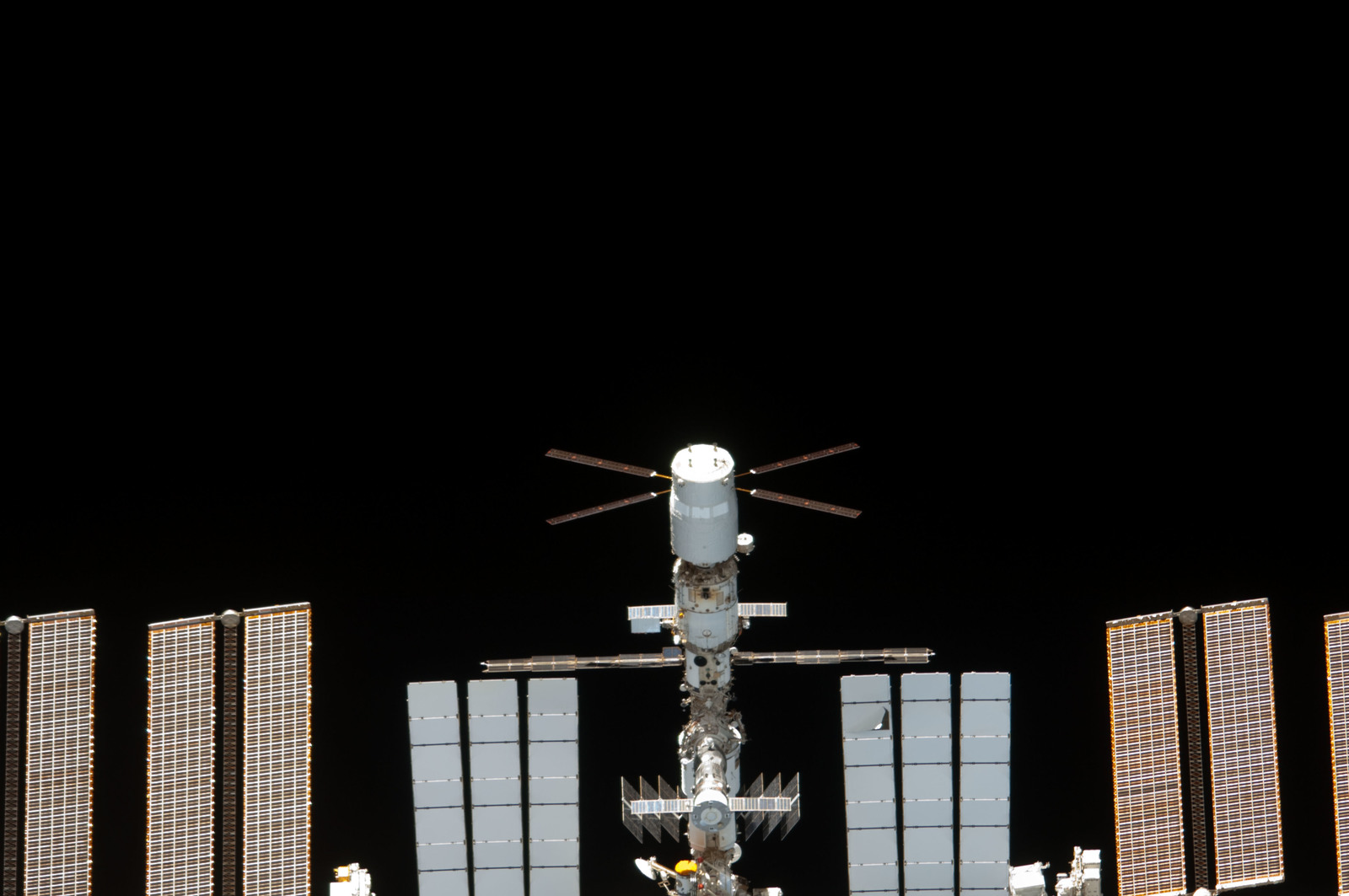 S134E011565 - STS-134 - Overall view of ISS