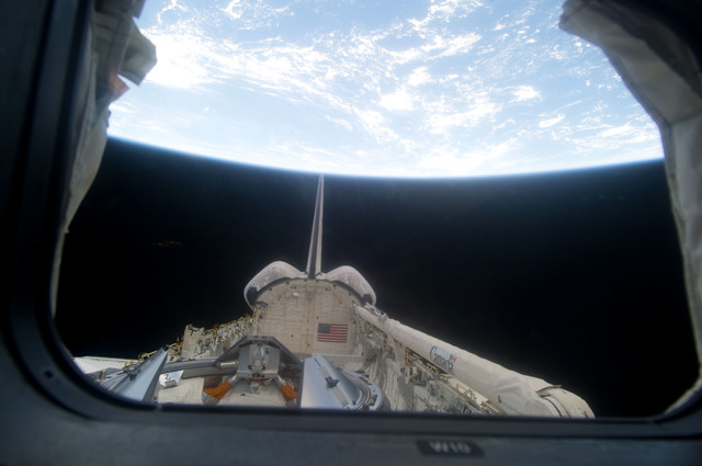 S134E012254 - STS-134 - View of Endeavour Payload Bay as seen through a Flight Deck Window