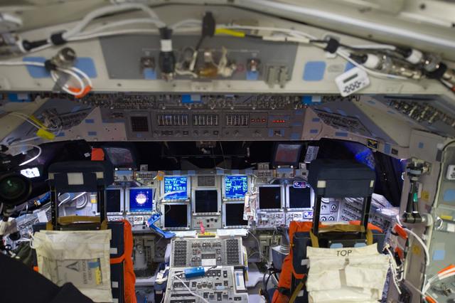S135E006228 - STS-135 - Atlantis FWD Flight Deck