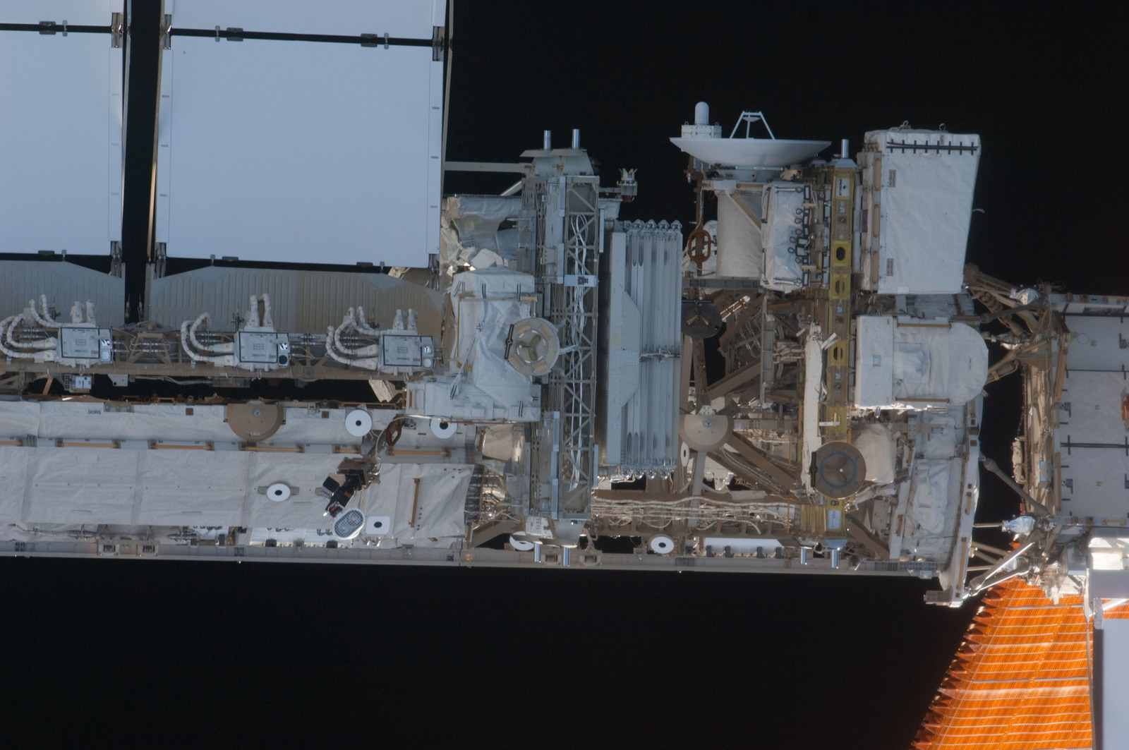 S135E006875 - STS-135 - Starboard Truss Segments during STS-135 Approach