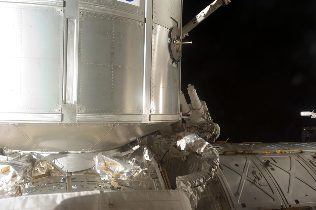 S135E007495 - STS-135 - Fossum during EVA 1