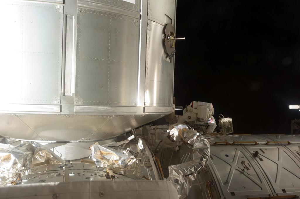 S135E007498 - STS-135 - Fossum during EVA 1