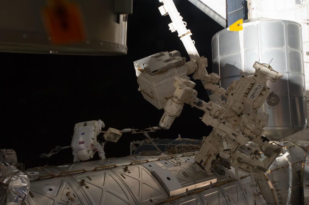 S135E007506 - STS-135 - Fossum during EVA 1