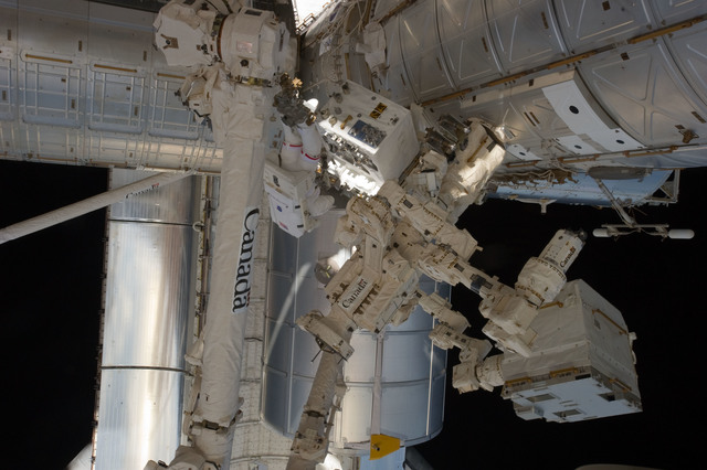 S135E007569 - STS-135 - Fossum installs Robotics Refueling Mission during EVA 1