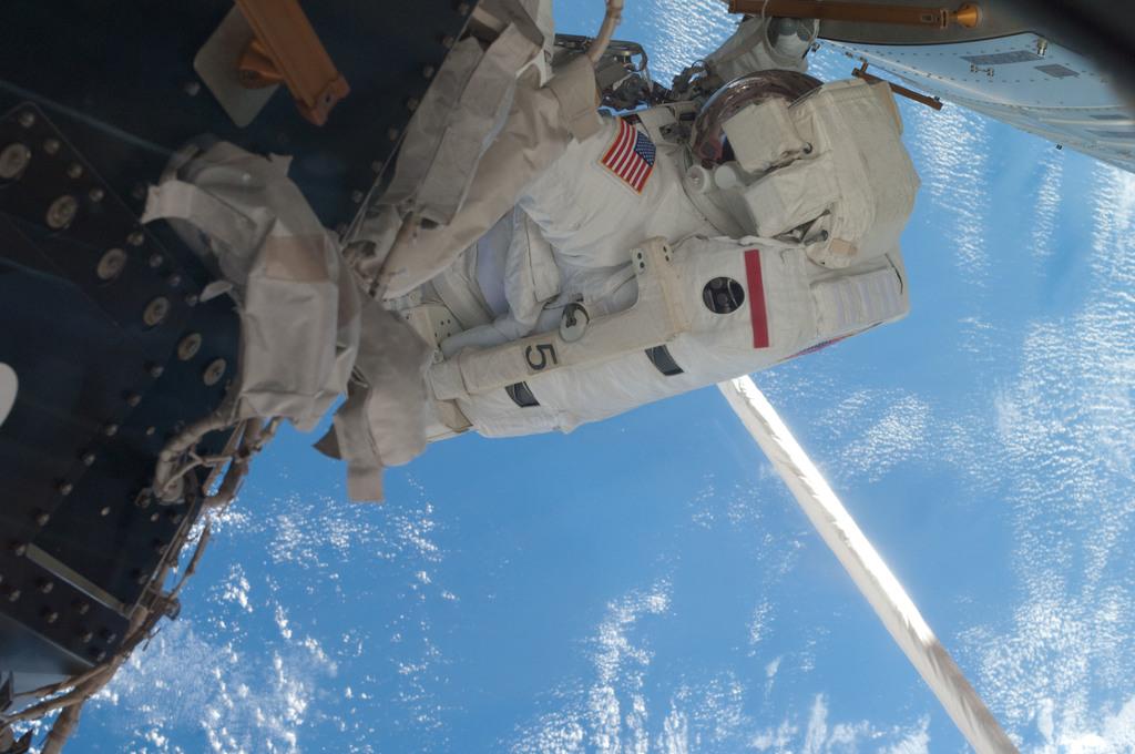 S135E007638 - STS-135 - Fossum during EVA 1