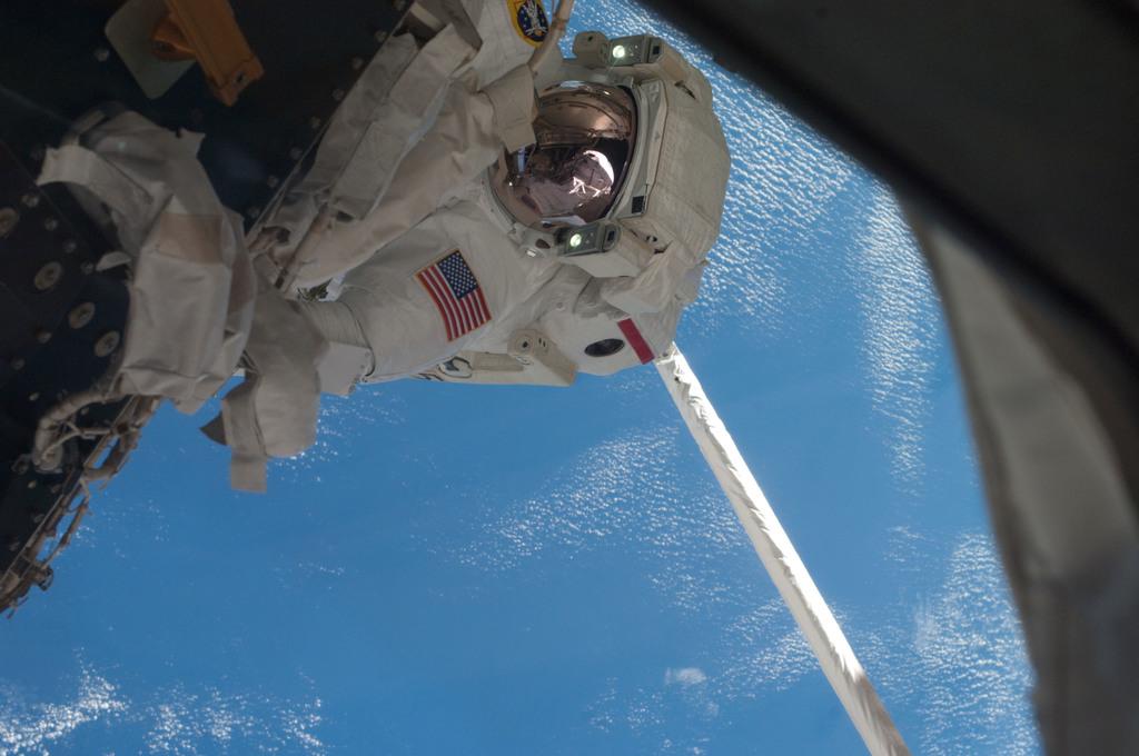 S135E007639 - STS-135 - Fossum during EVA 1