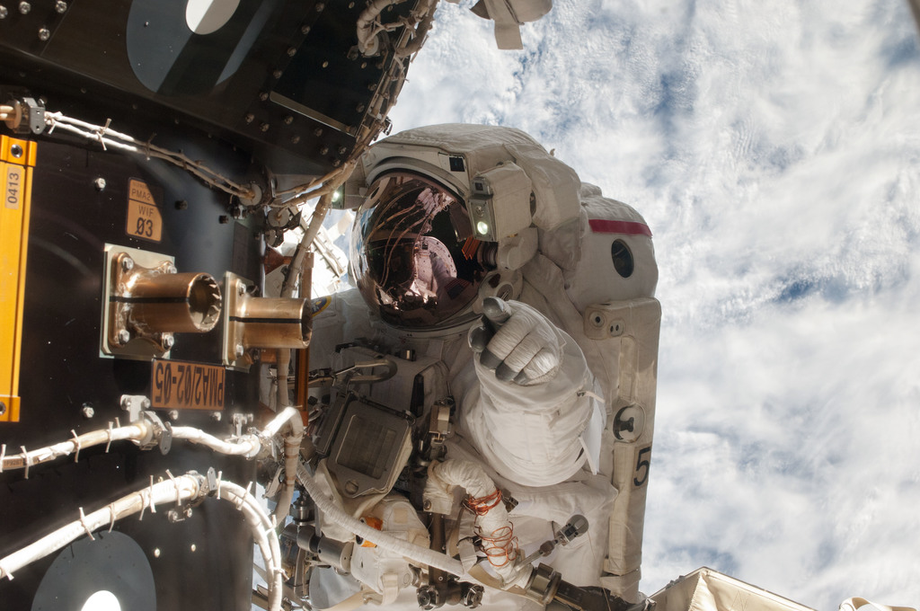 S135E007655 - STS-135 - Fossum during EVA 1
