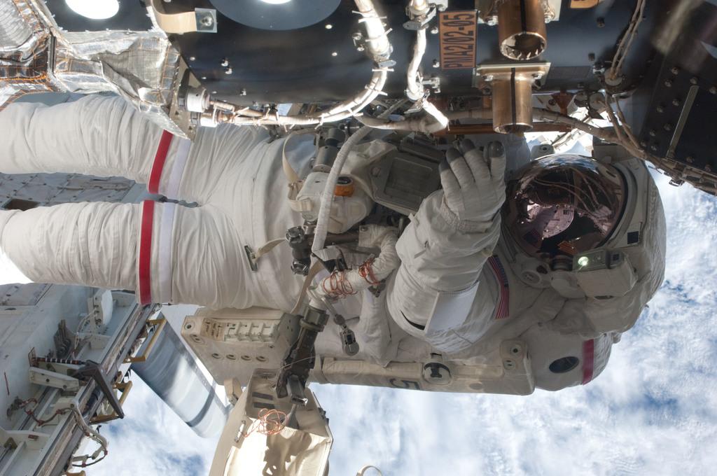 S135E007657 - STS-135 - Fossum during EVA 1
