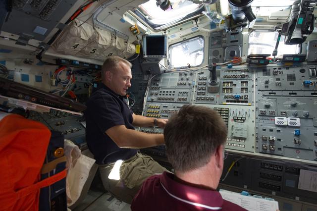 S135E010652 - STS-135 - Hurley and Ferguson on Atlantis Aft Flight Deck