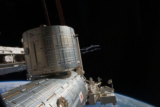 S135E010668 - STS-135 - View of Kibo and  Port Truss Segments
