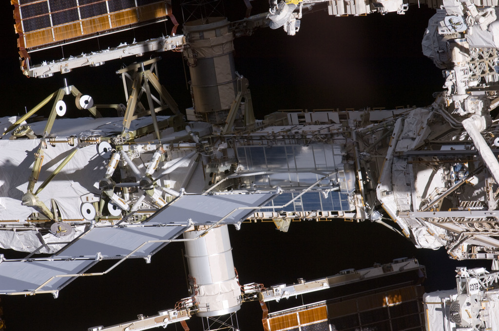 S135E011065 - STS-135 - Flyaround View of the P6, P5, P4 and P3 Trusses