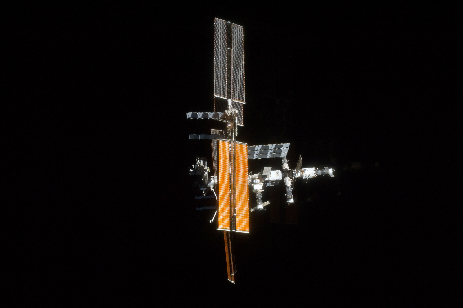 S135E011947 - STS-135 - Flyaround View of ISS