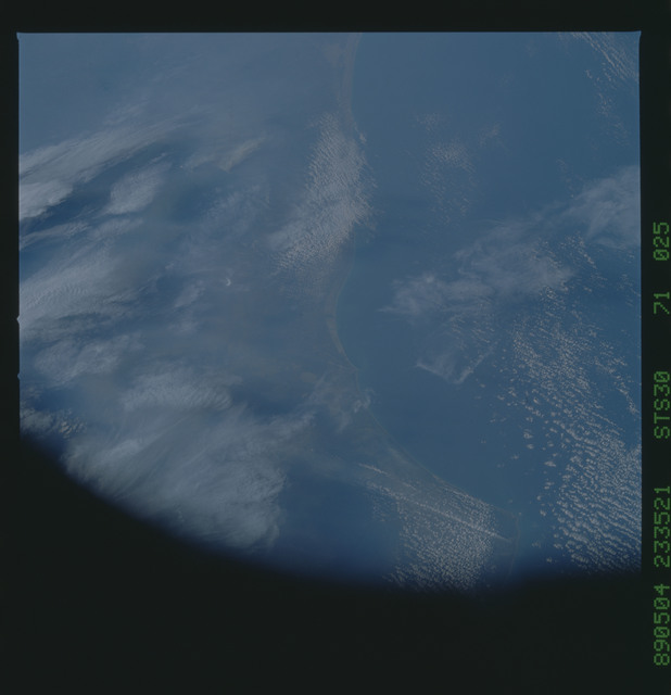 S30-71-025 - STS-030 - STS-30 earth observations