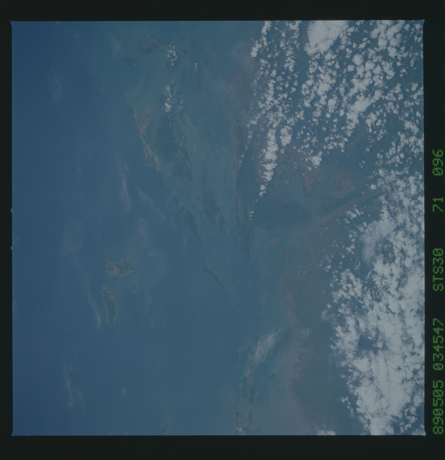 S30-71-096 - STS-030 - STS-30 earth observations