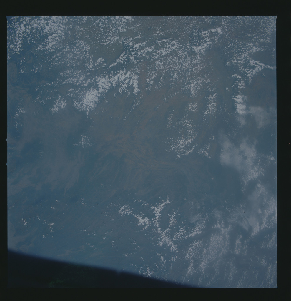 S30-73-006 - STS-030 - STS-30 earth observations