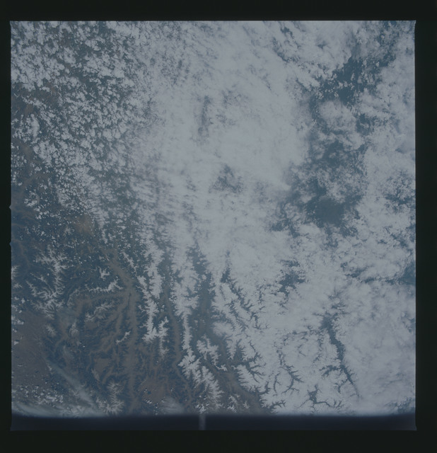 S30-73-036 - STS-030 - STS-30 earth observations