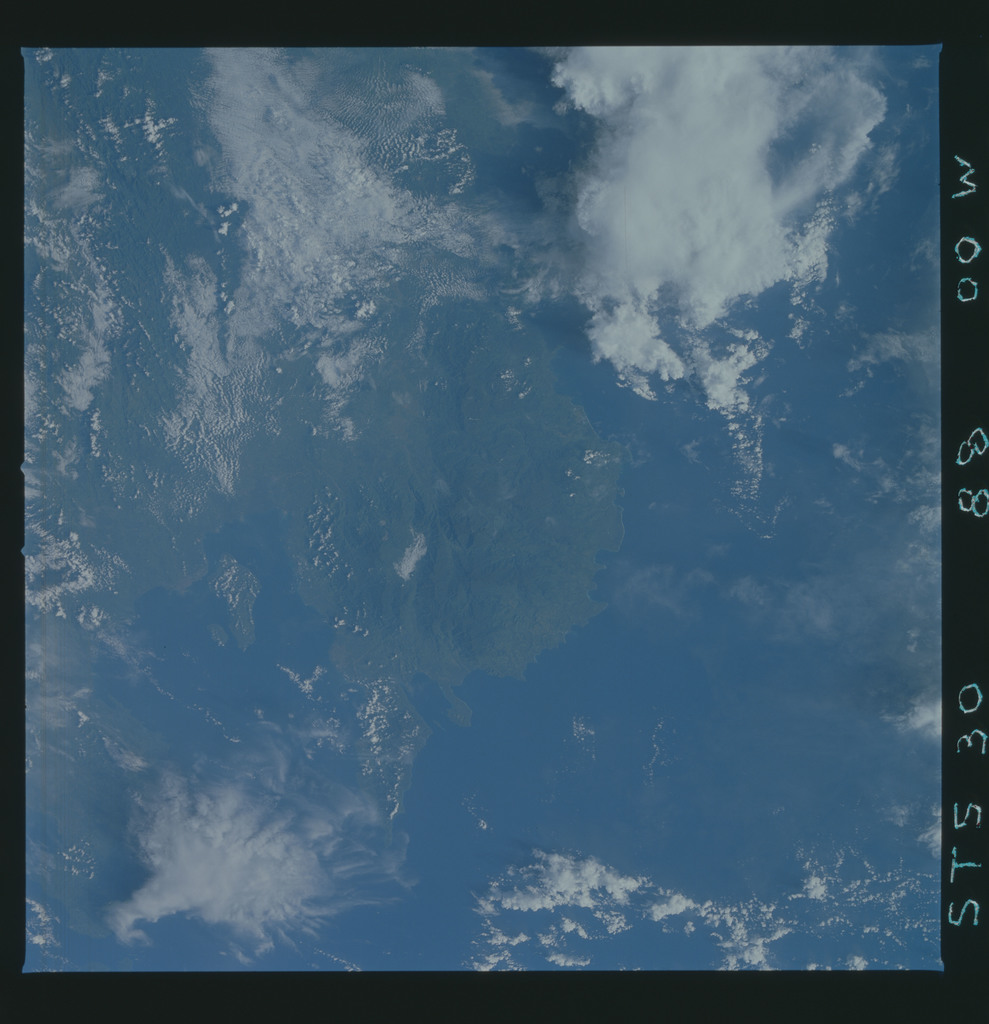 S30-88-000W - STS-030 - STS-30 earth observations