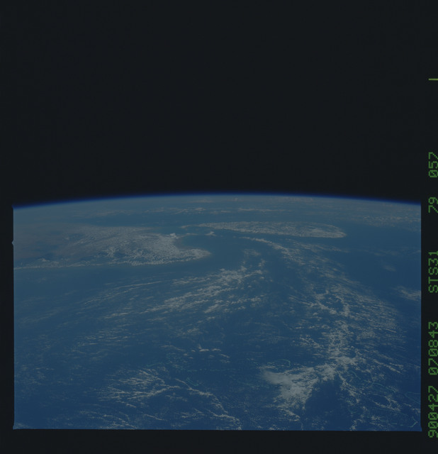 S31-79-057 - STS-031 - STS-31 earth observations